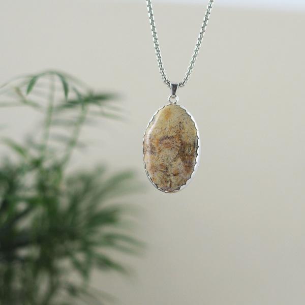 Collier corail fossilisé et argent oval pièce unique agate et velours bijouterie lyon